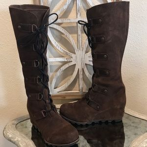 LIKE NEW SOREL CATE THE GREAT WEDGE BOOT BROWN 10